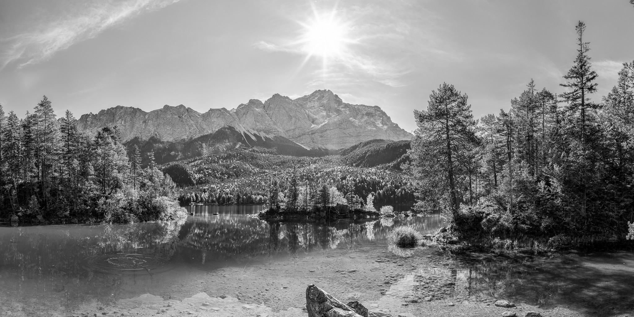 Eibsee - Braxenbucht - Zugspitze - Panorama schwarz weiß