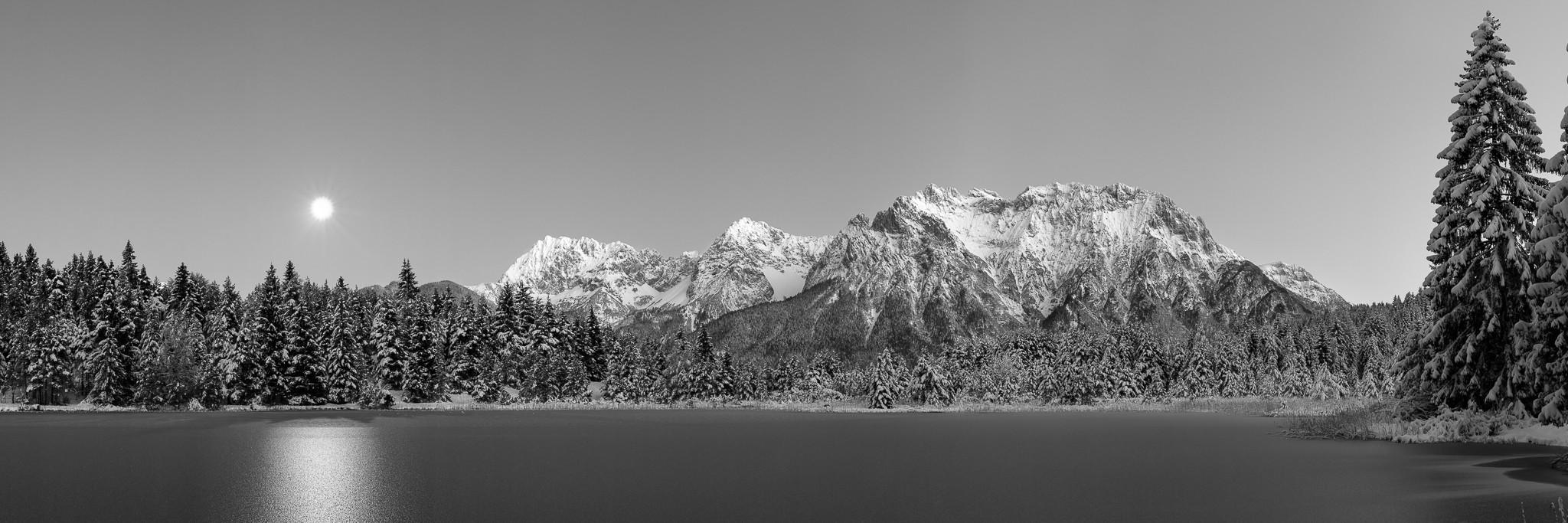 Mondaufgang - Winterabend am Luttensee - schwarz weiß