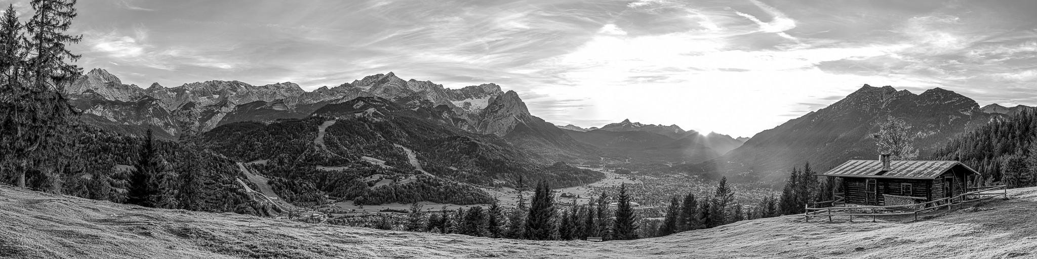 Garmisch-Partenkirchen - Bergpanorama mit Hütte