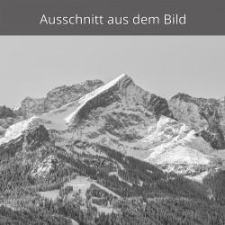 Alpspitze im Winter schwarz weiß