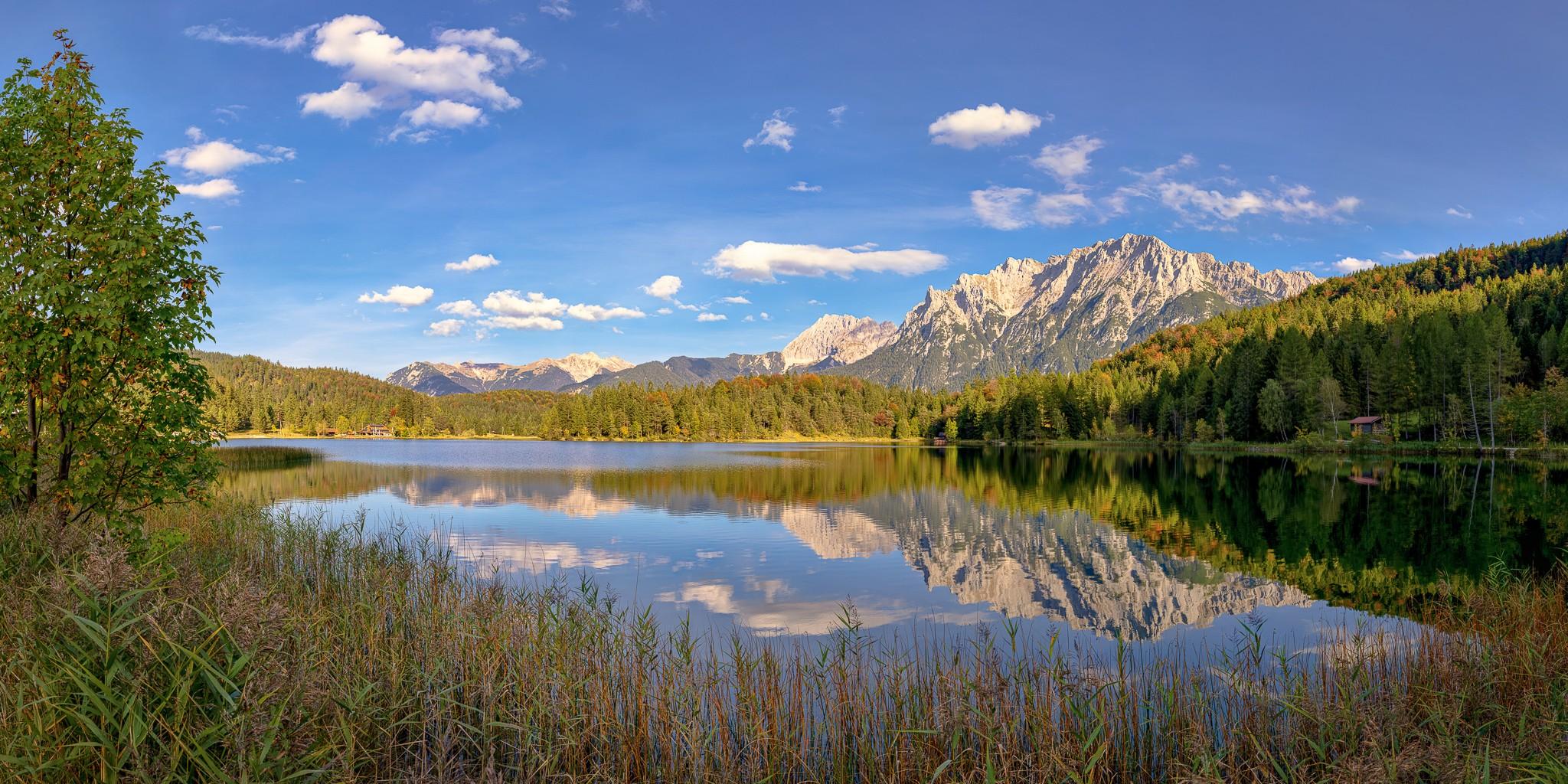 Einer der vielen Seen in der Alpenwelt Karwendel ist der idyllisch über Mittenwald gelegene Lautersee.