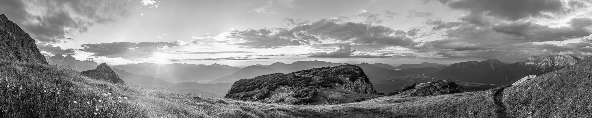 Blick vom Wetterstein - Gamsanger auf das werdenfelser Land mit Garmisch-Partenkirchen und dem Isartal.