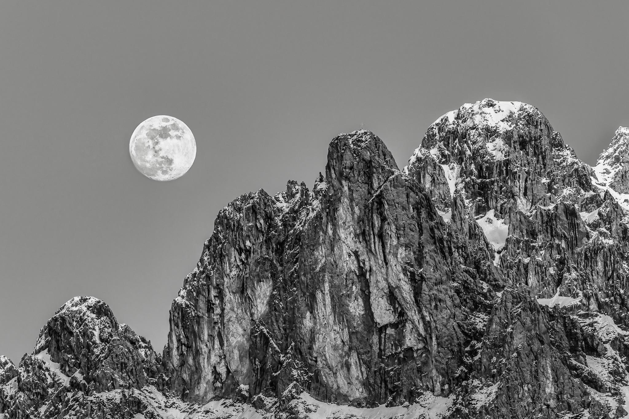 Vierer mit Mond - schwarz weiß, Berg mit Vollmond