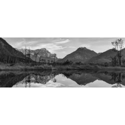 Sieben Quellen - Zugspitze gespiegelt - schwarz-weiß