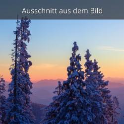 Verschneite Berge am Morgen