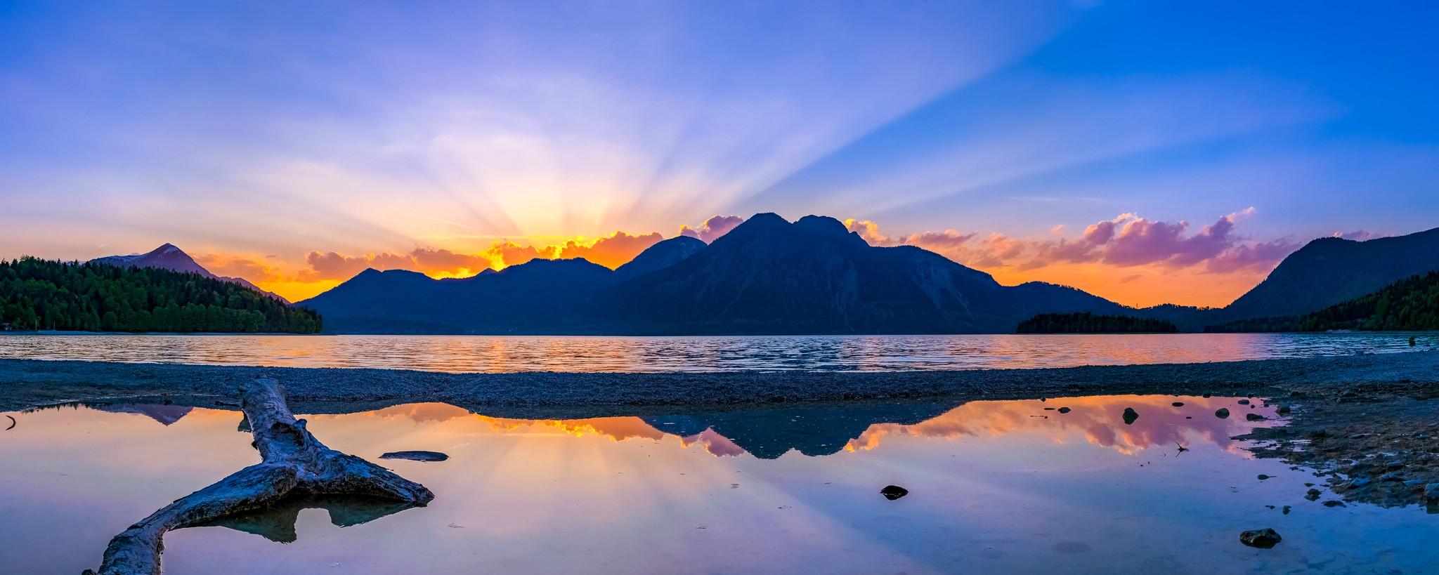 Sonnenstrahlen am Walchensee - Abendrot