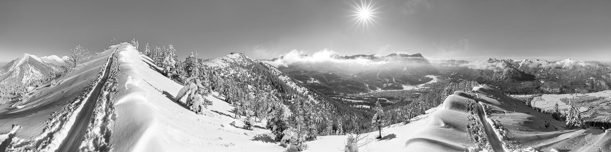 Wank - Garmisch-Partenkirchen - Winterpanorama  schwarz weiß