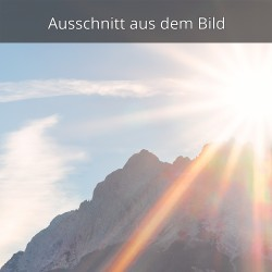Sonnenaufgang am Bergrücken