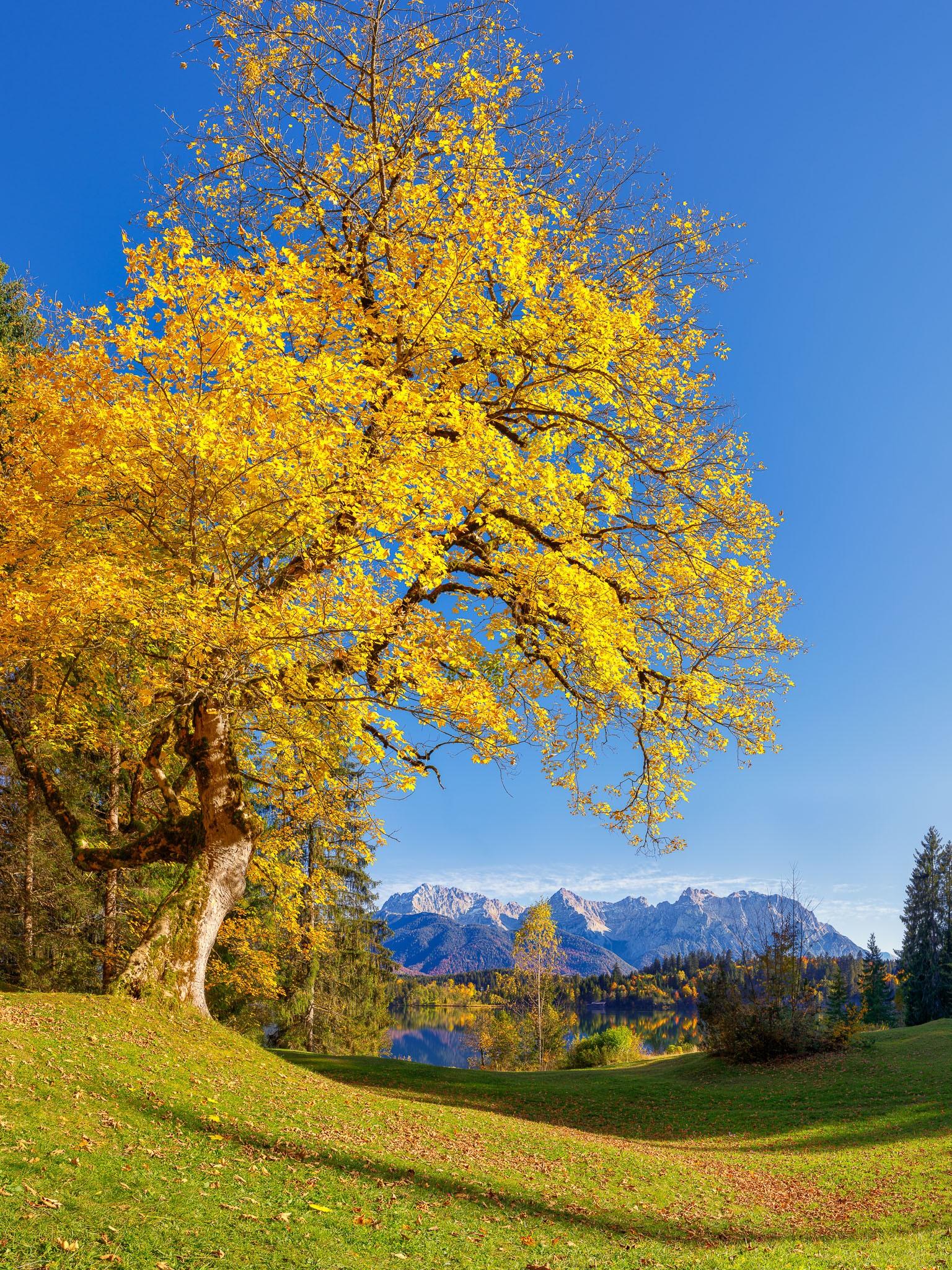 Herbst in der Alpenwelt Karwendel - Barmsee